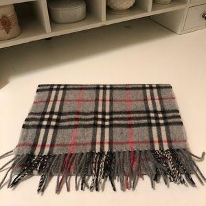 Burberry 💯 % cashmere scarves 🧣